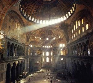 La cúpula principal de Santa Sofía, reconstruida en 562 tras un terremoto, ha sobrevivido a x seísmos desde entonces